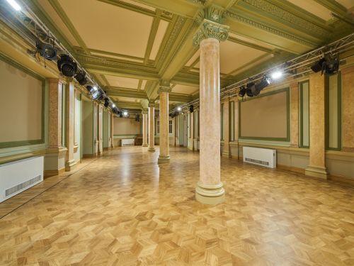 Белый зал для мероприятия