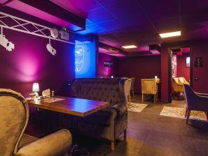 Loft Motor Lounge